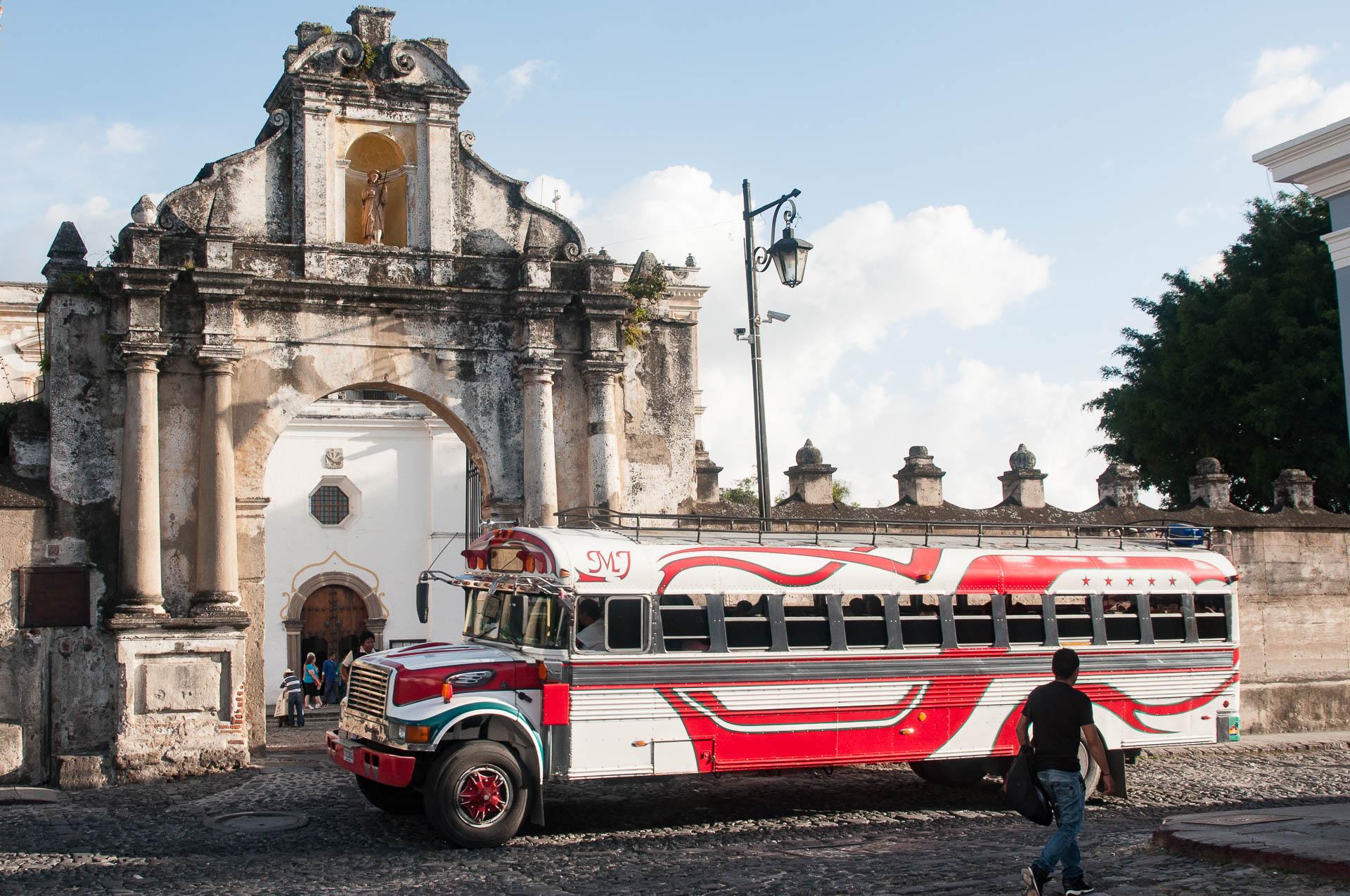 Antigua bus - Les globe blogueurs - blog voyage nature