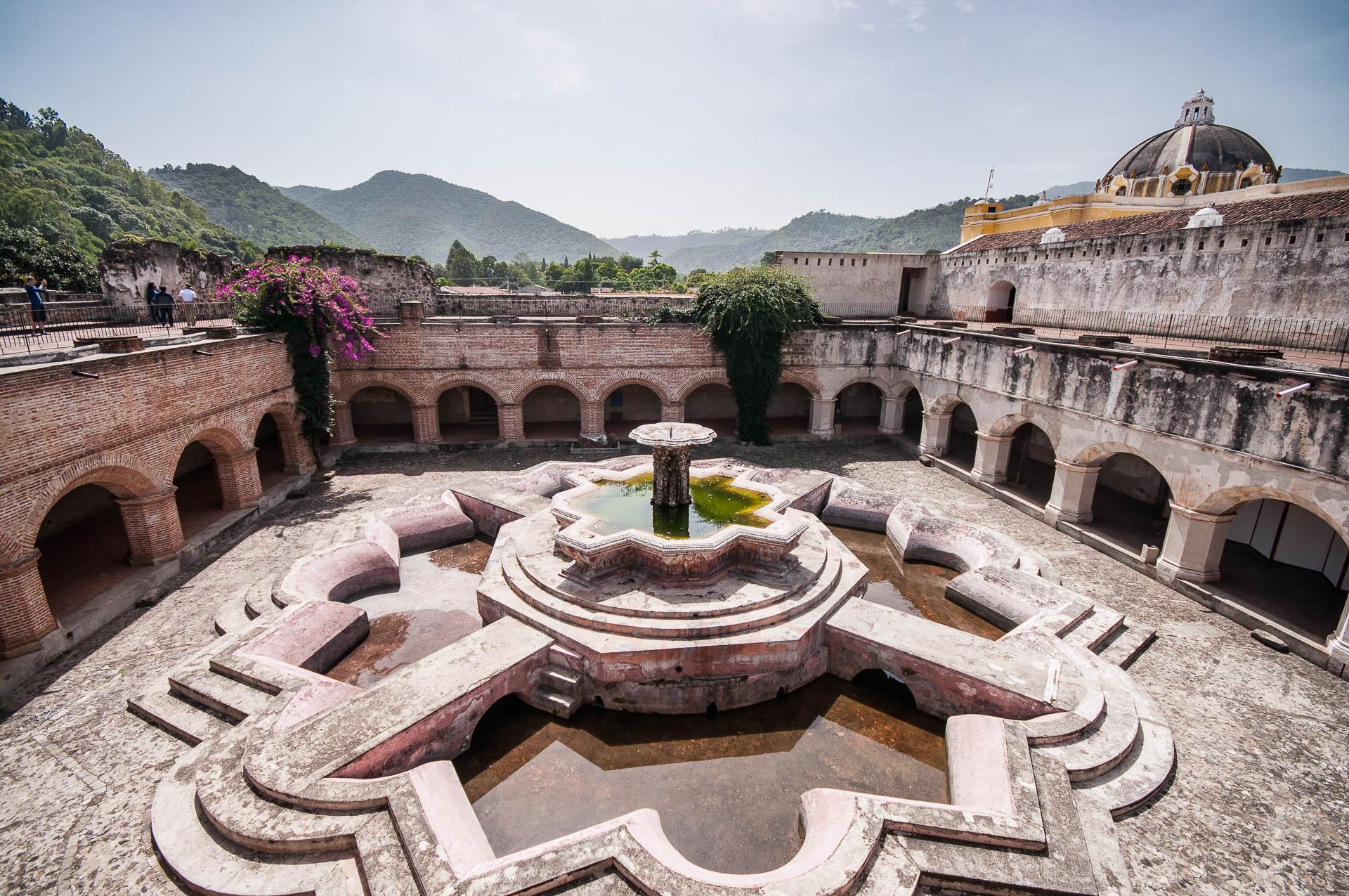 Antigua fontaine géante