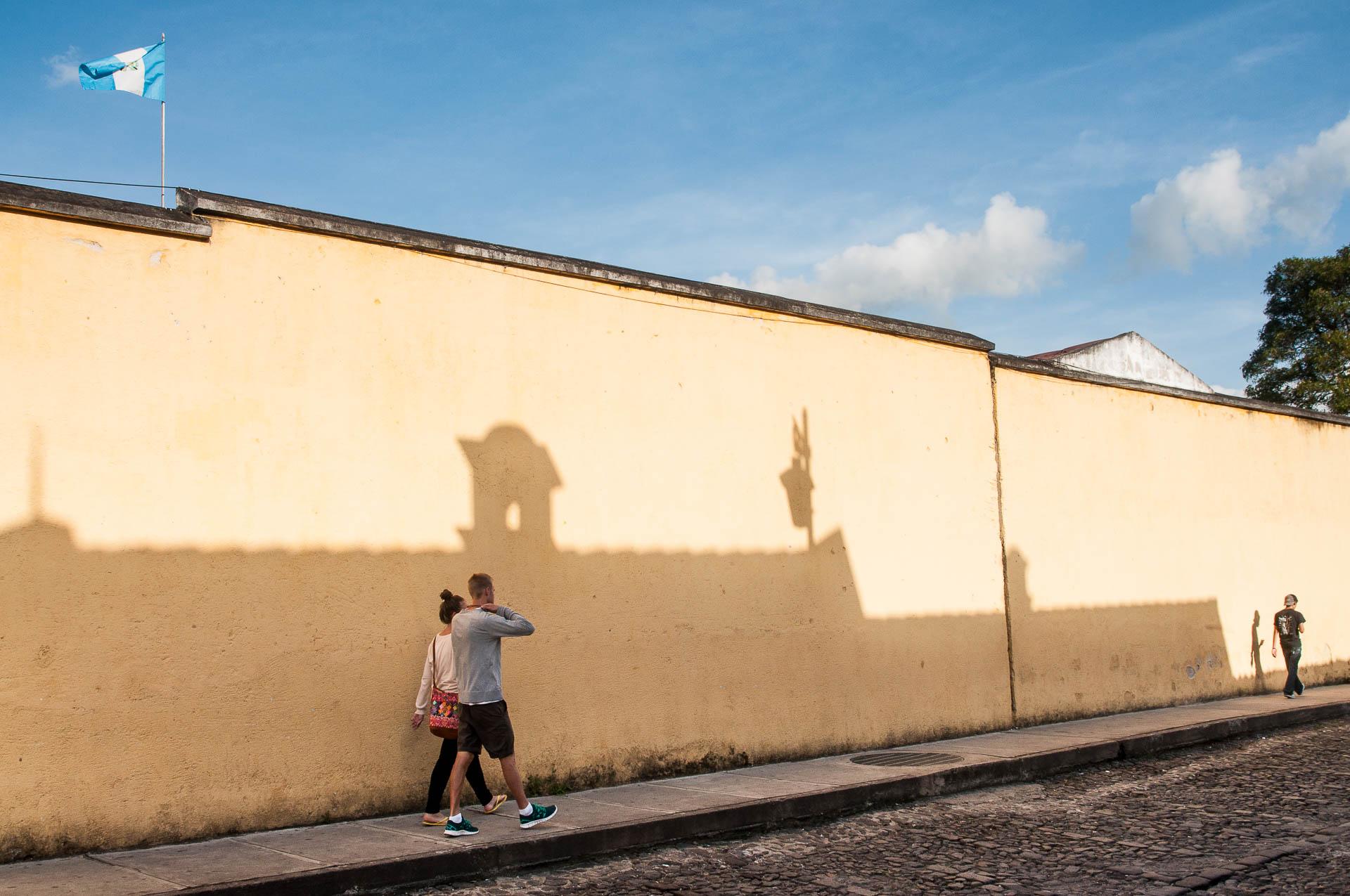 Antigua ruelle ombre - Les globe blogueurs - blog voyage nature