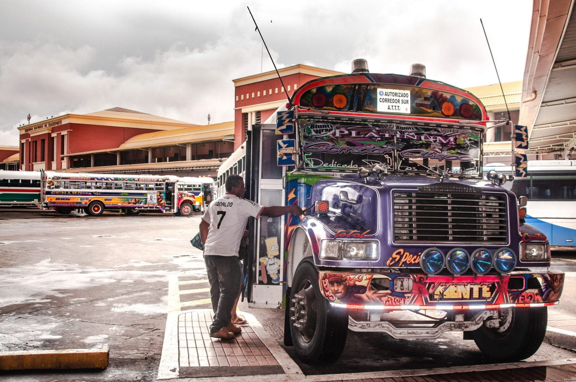 Panama city bus scaled - Les globe blogueurs - blog voyage nature