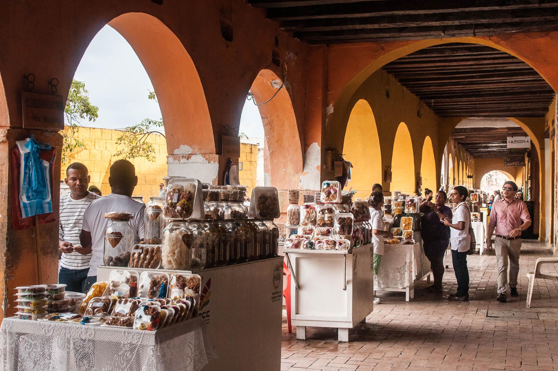 carthagène arcades friandises - Les globe blogueurs - blog voyage nature