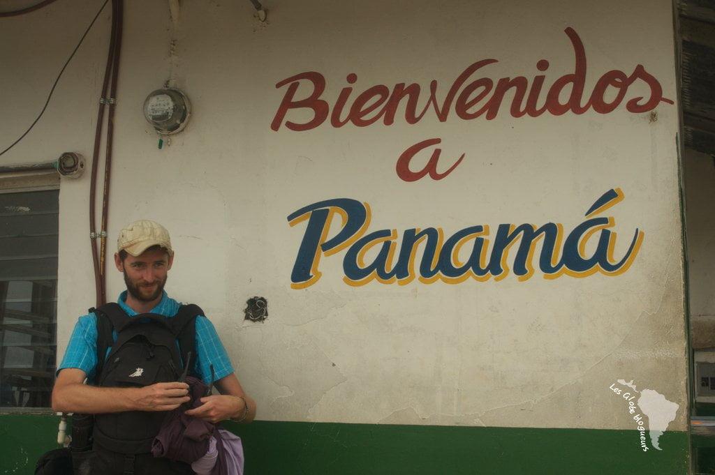 Le sourire de Seb c'était avant qu'on nous ennuie avec la paperasse. Publicité mensongère ici car nous ne sommes pas encore au Panama.