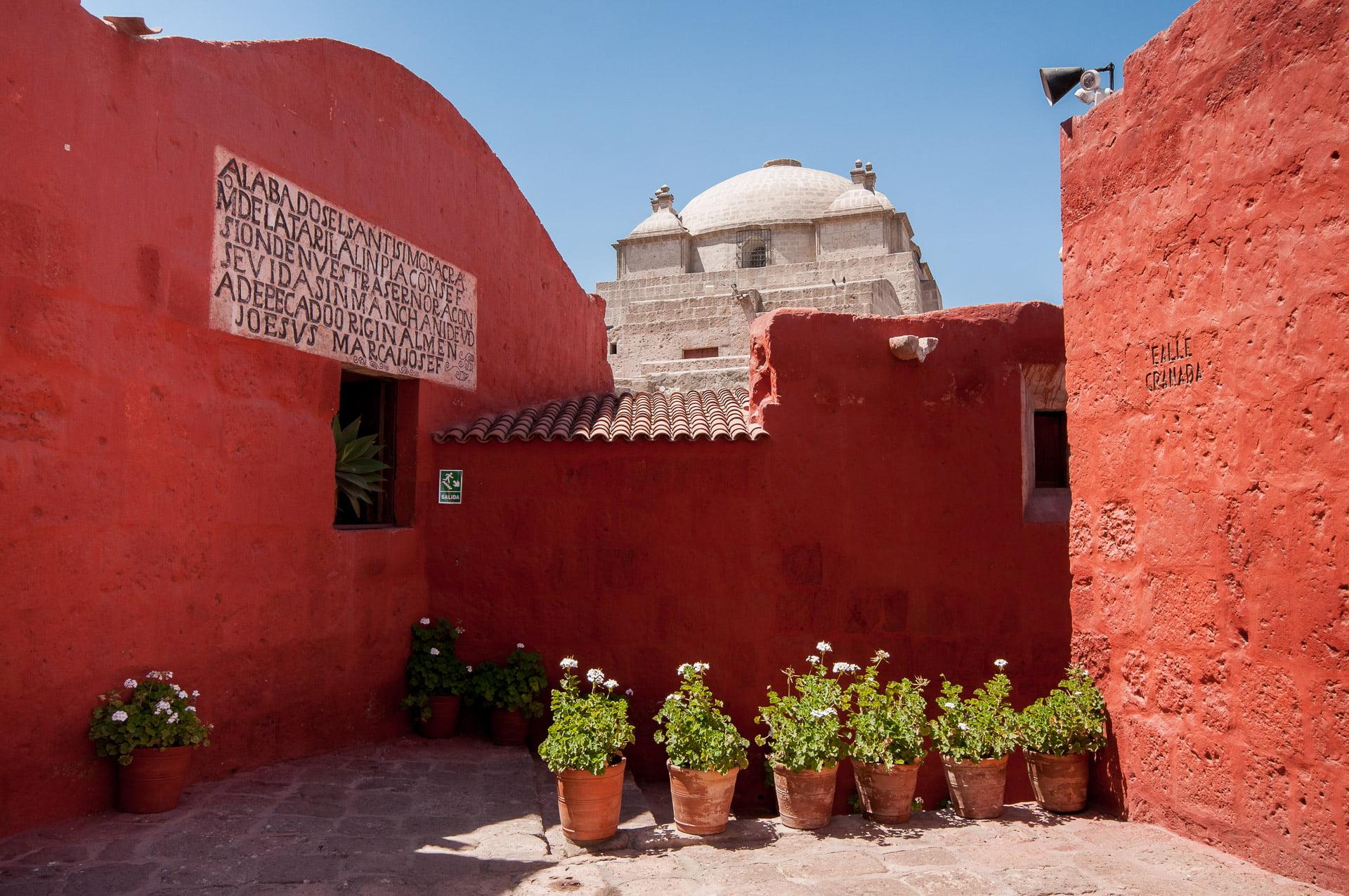 Arequipa couvent cour dôme - Les globe blogueurs - blog voyage nature
