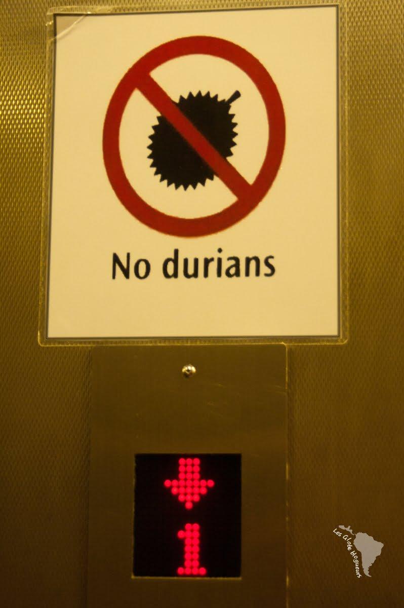 Interdiction de manger des durians dans un hôtel en Malaisie