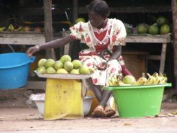 Vendeuse de mangues au Sénégal