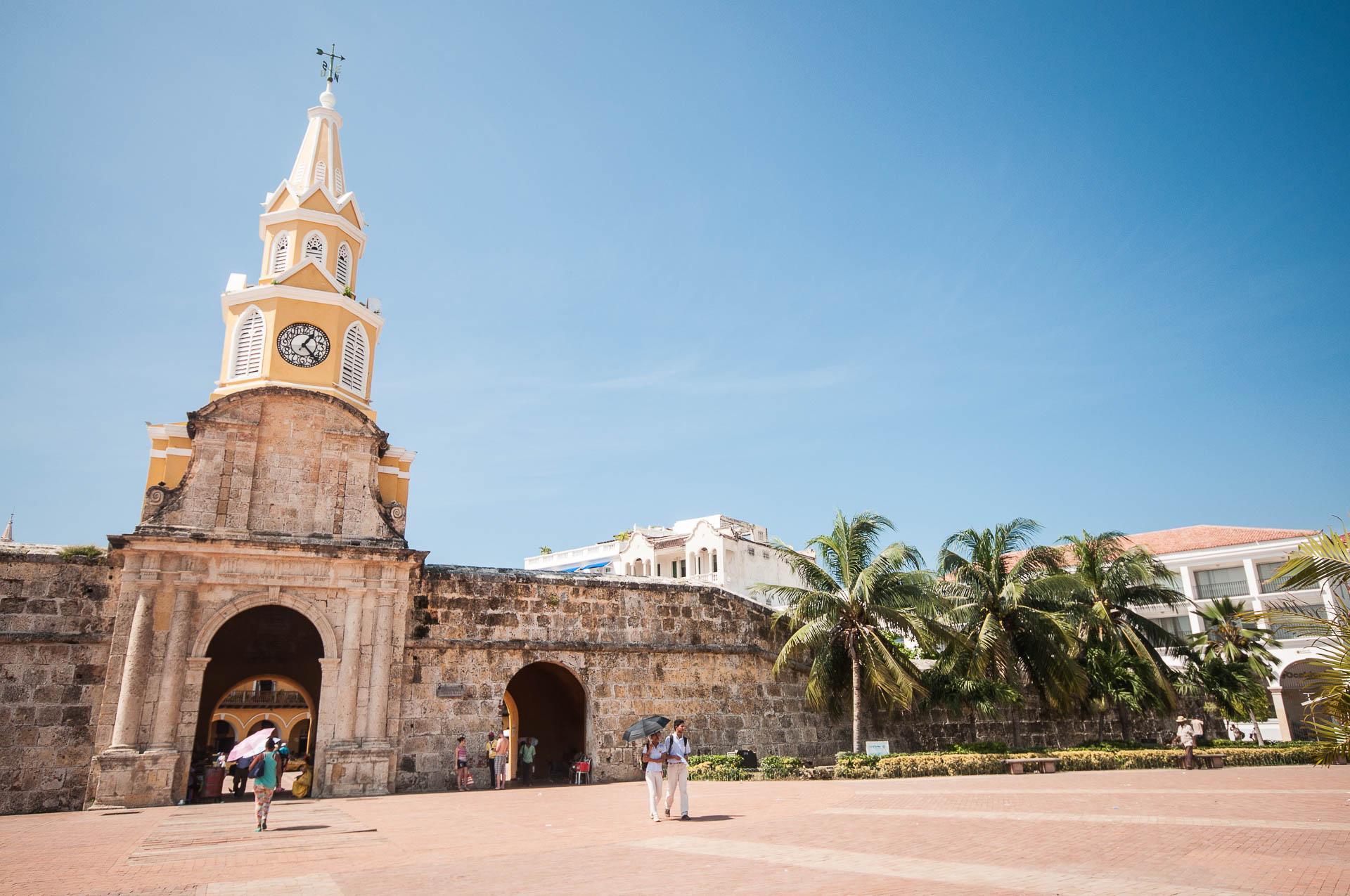 carthagène entrée quartier historique - Les globe blogueurs - blog voyage nature