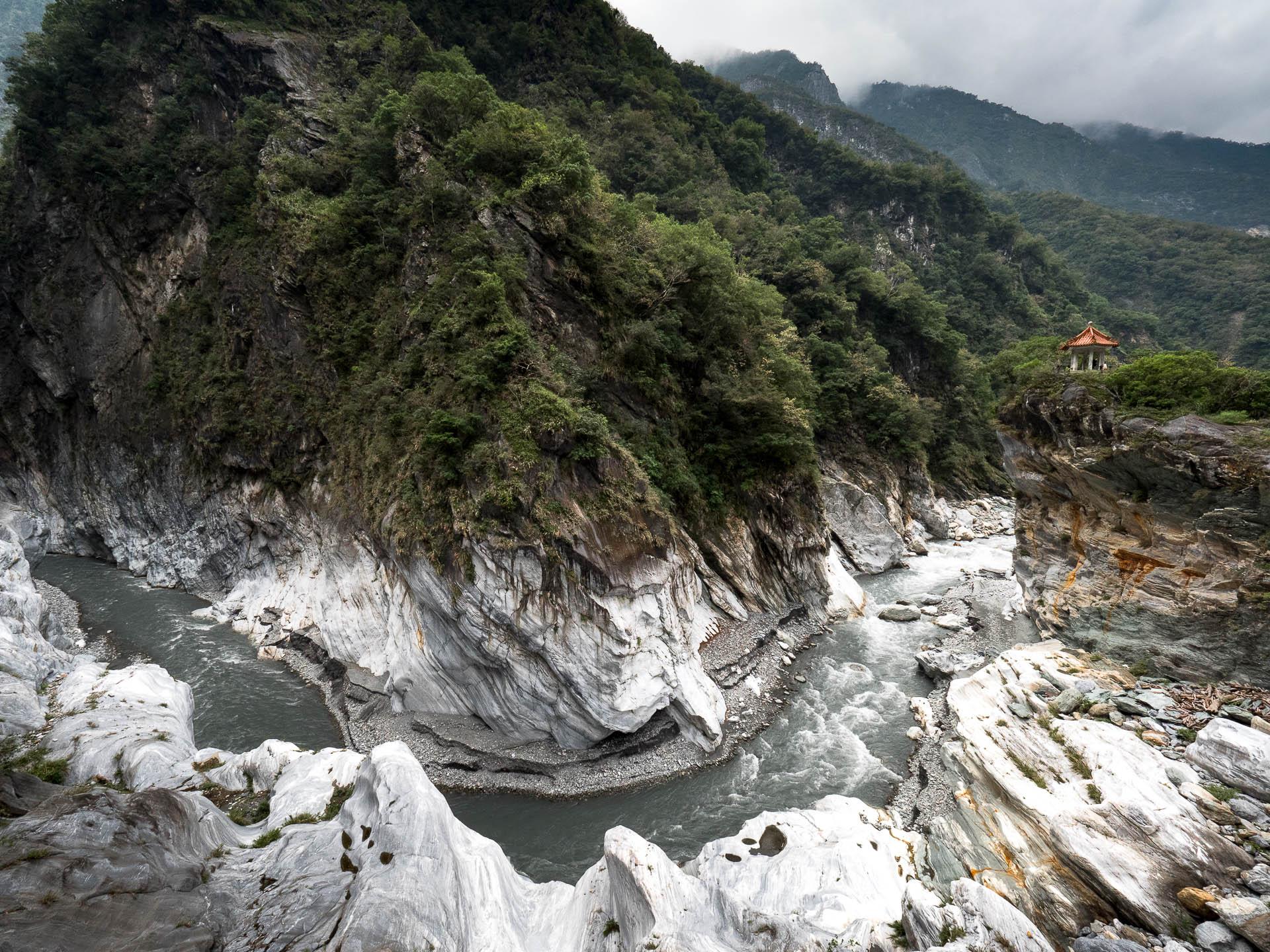 Taroko falaise temple bis - Les globe blogueurs - blog voyage nature
