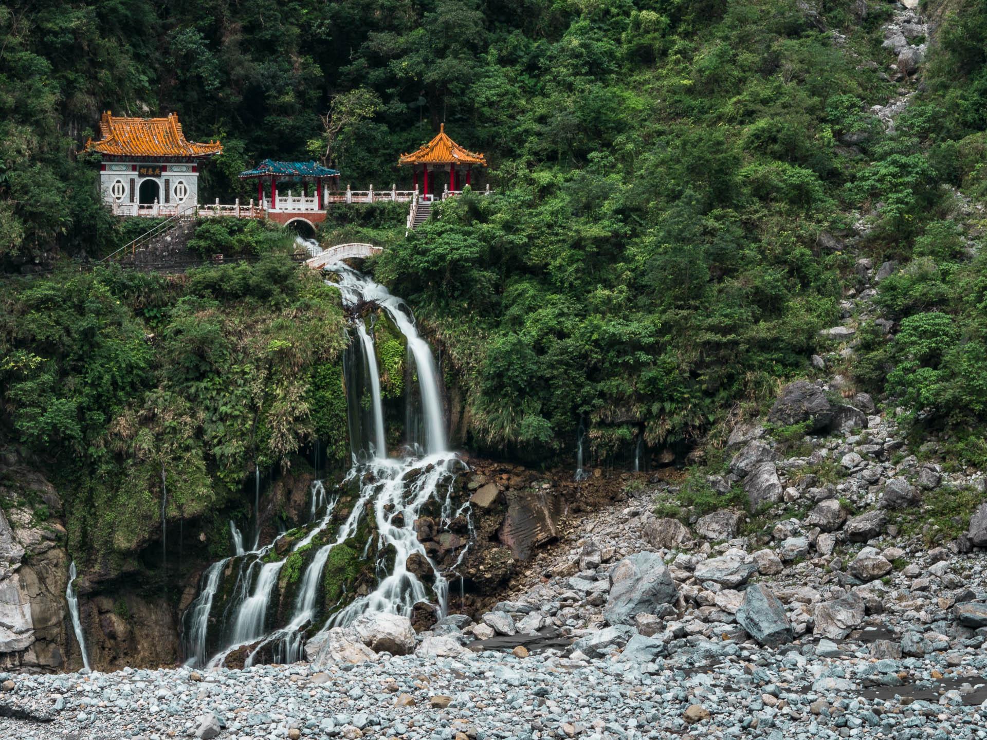 Taroko temple cascaee - Les globe blogueurs - blog voyage nature
