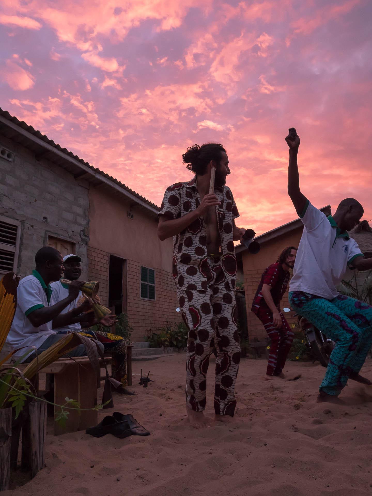 benin danse 2 - Les globe blogueurs - blog voyage nature