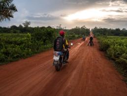 road trip moto sur les pistes du bénin - de cotonou à ouidah