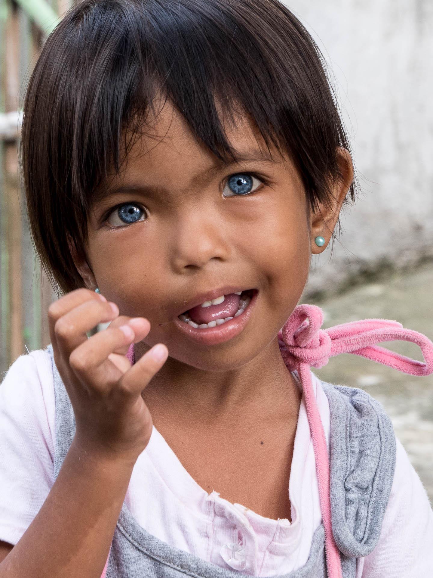 Pamilacan yeux bleus - Les globe blogueurs - blog voyage nature