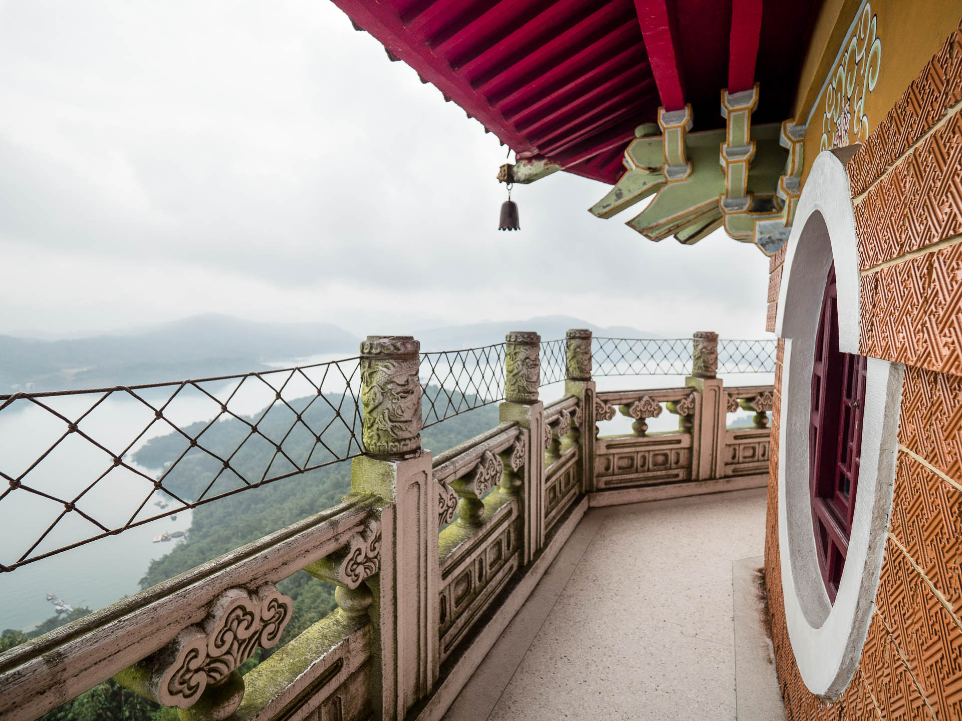 Sun moon lake cien pagoda fenêtre - Les globe blogueurs - blog voyage nature