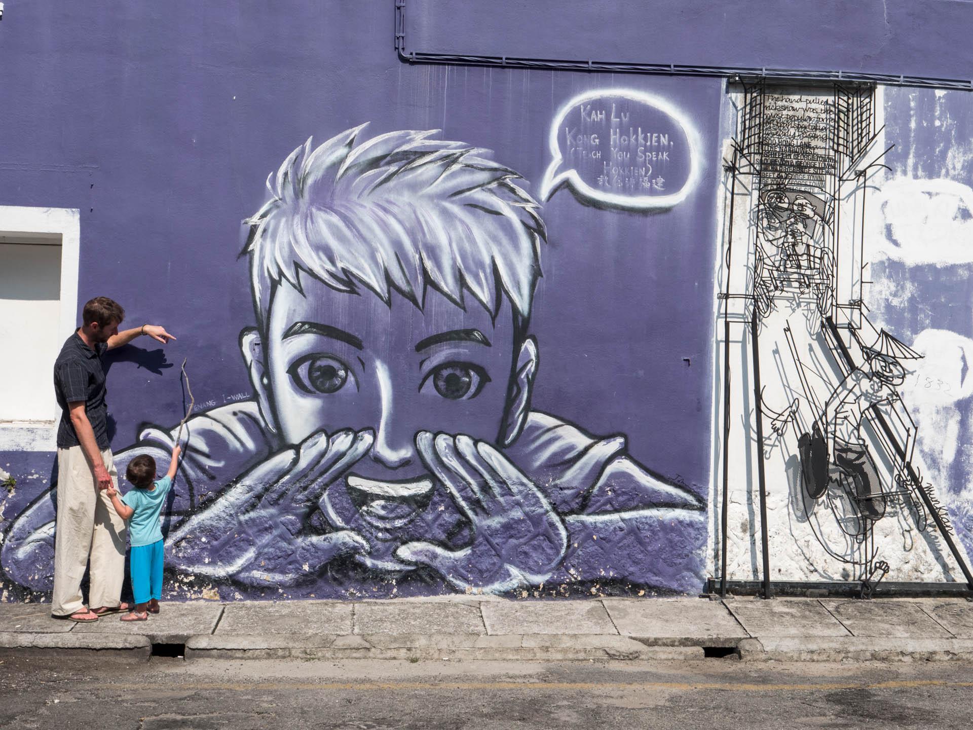 georgetown street art violet - Les globe blogueurs - blog voyage nature