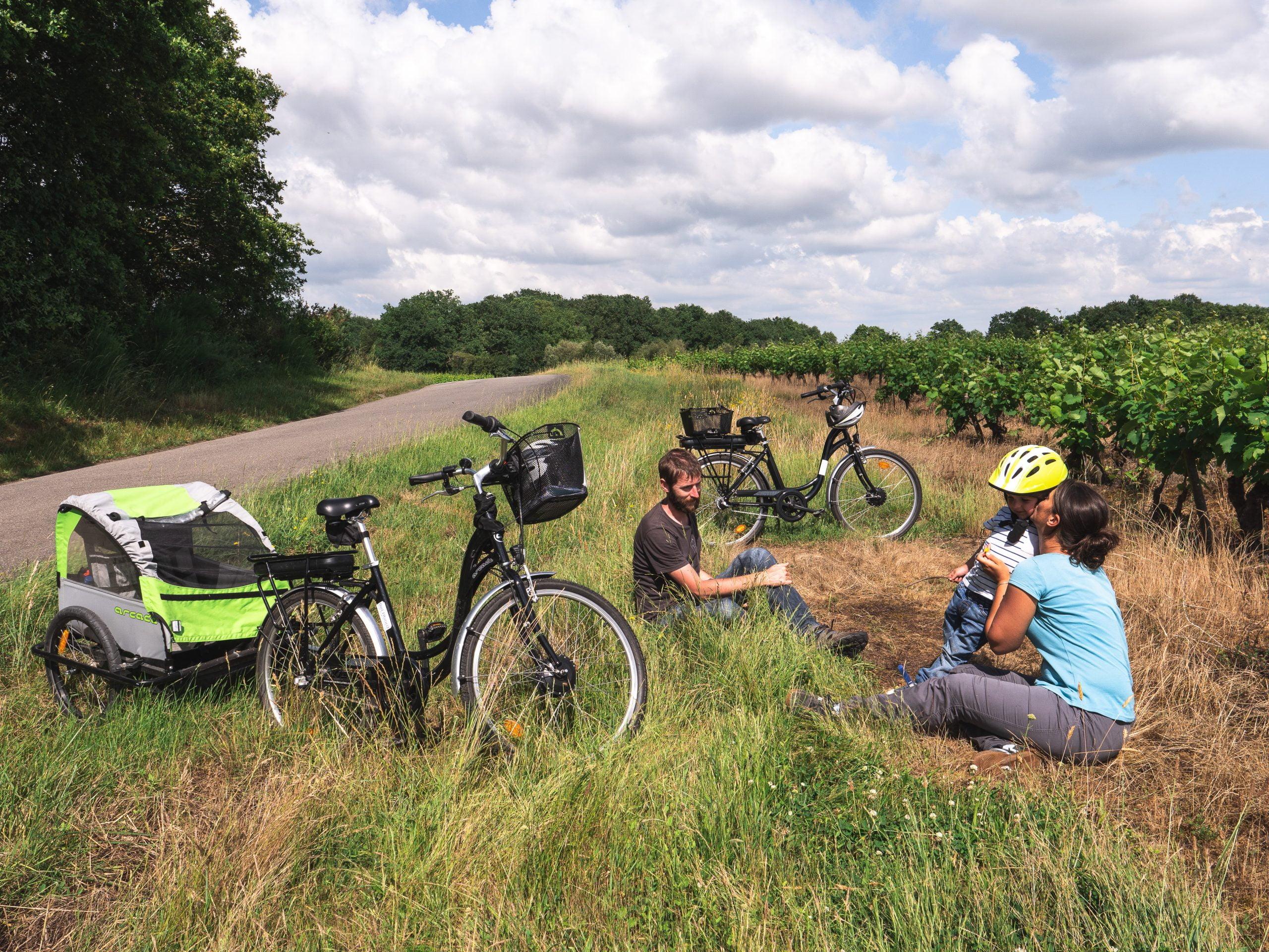 Vignoble vélo vignes pause famille ter scaled - Les globe blogueurs - blog voyage nature