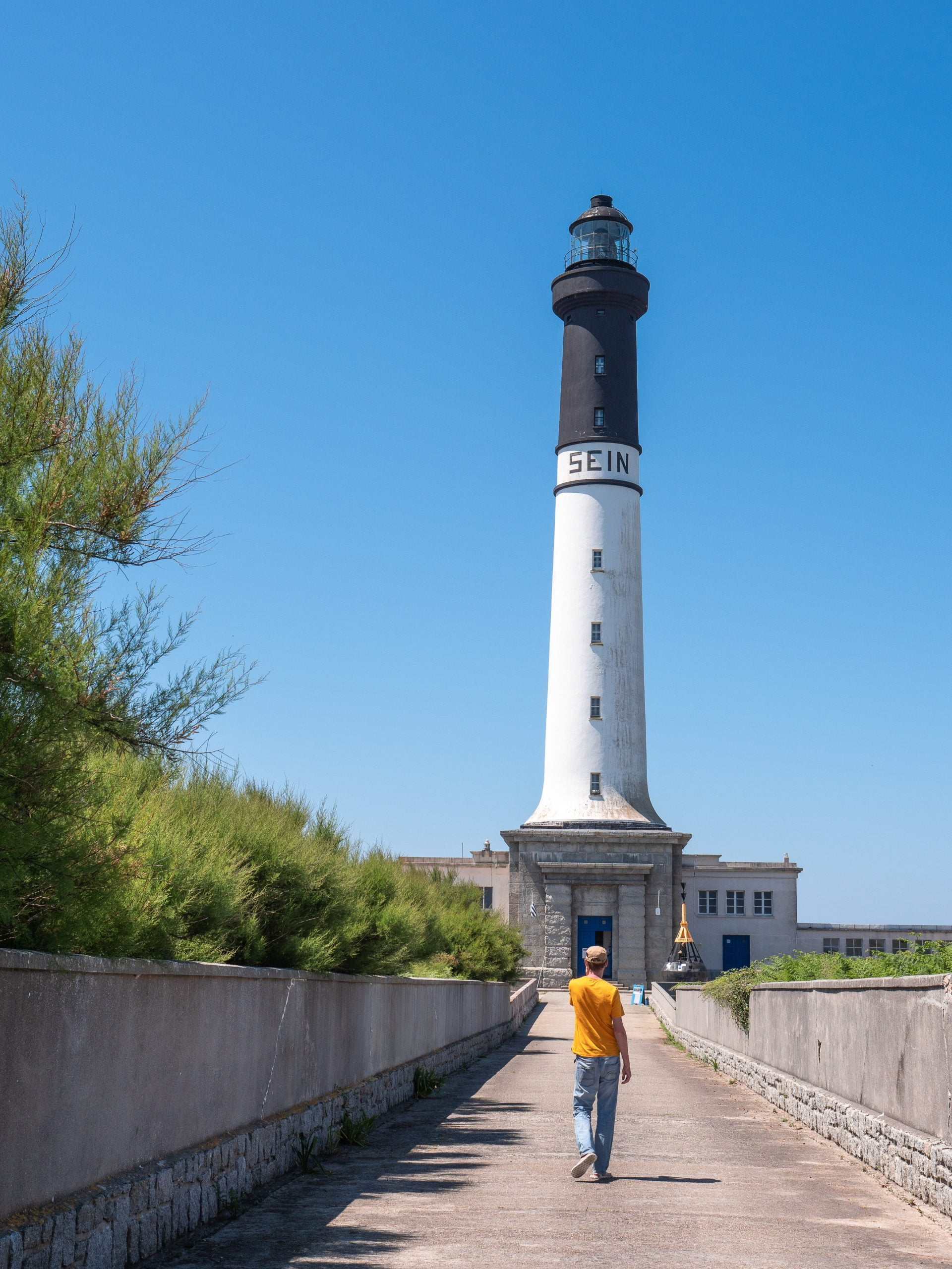 Sein phare scaled - Les globe blogueurs - blog voyage nature