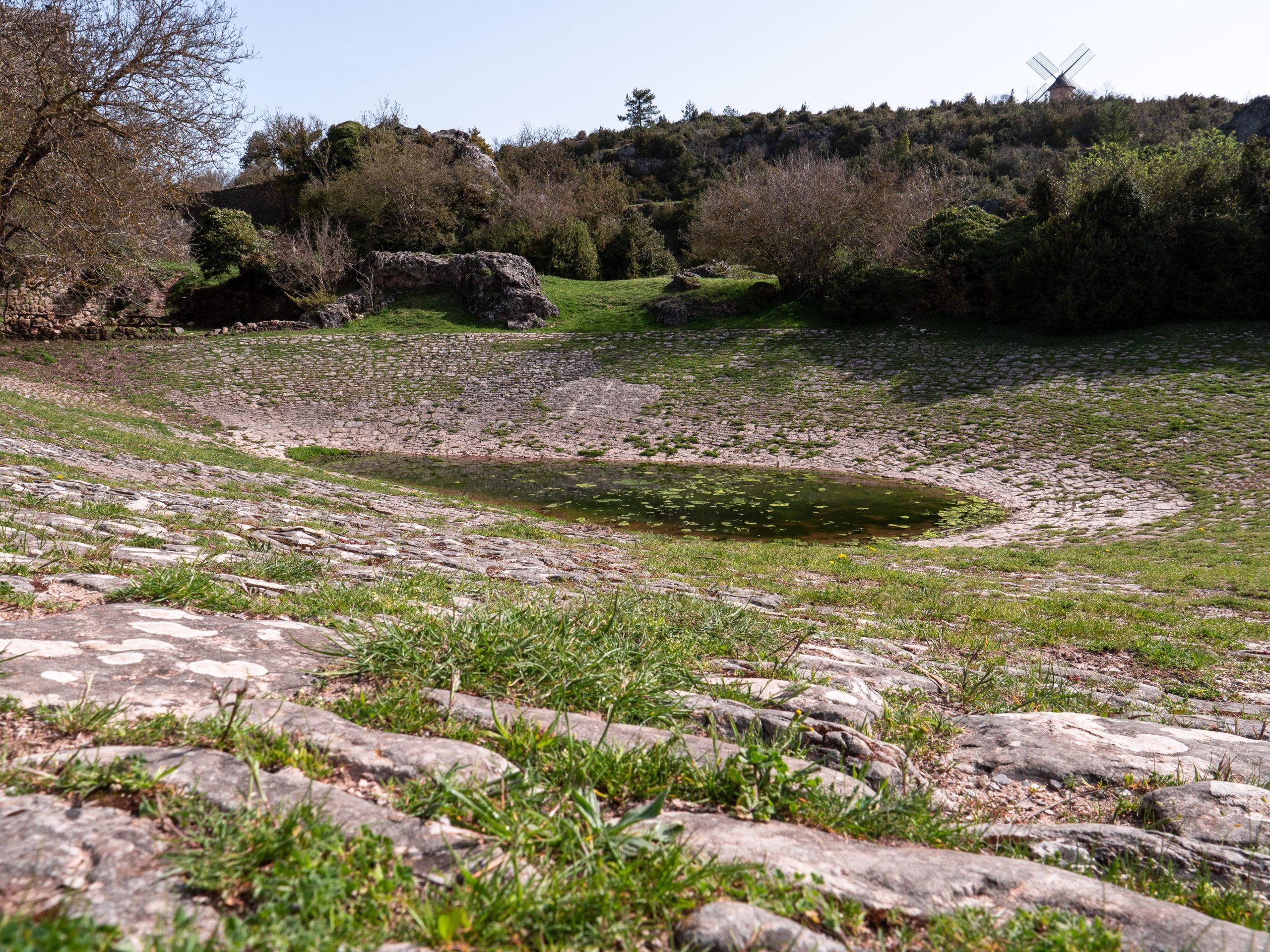 visiter le plateau du Larzac en Aveyron, un des plus beaux causse de France