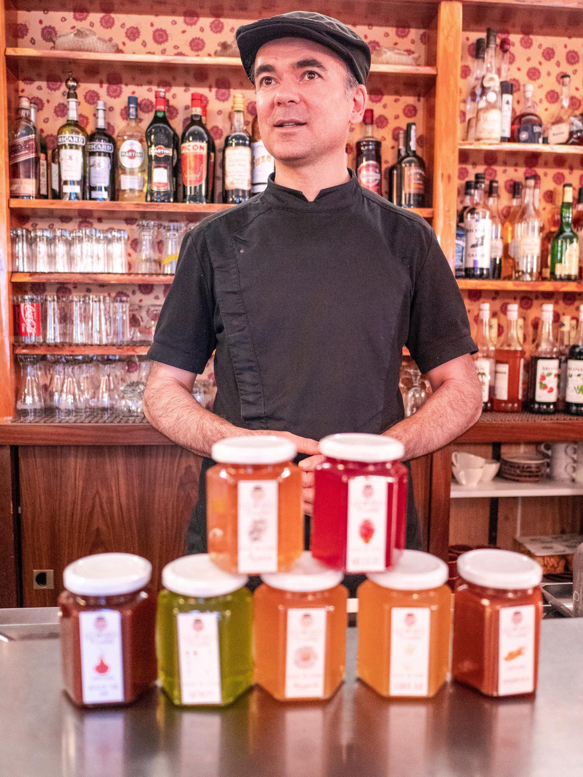 Stéphane, chef de de l'hotel restaurant les gardettes à Orcières Merlette et ses fameuses confitures les délices d'orsatus
