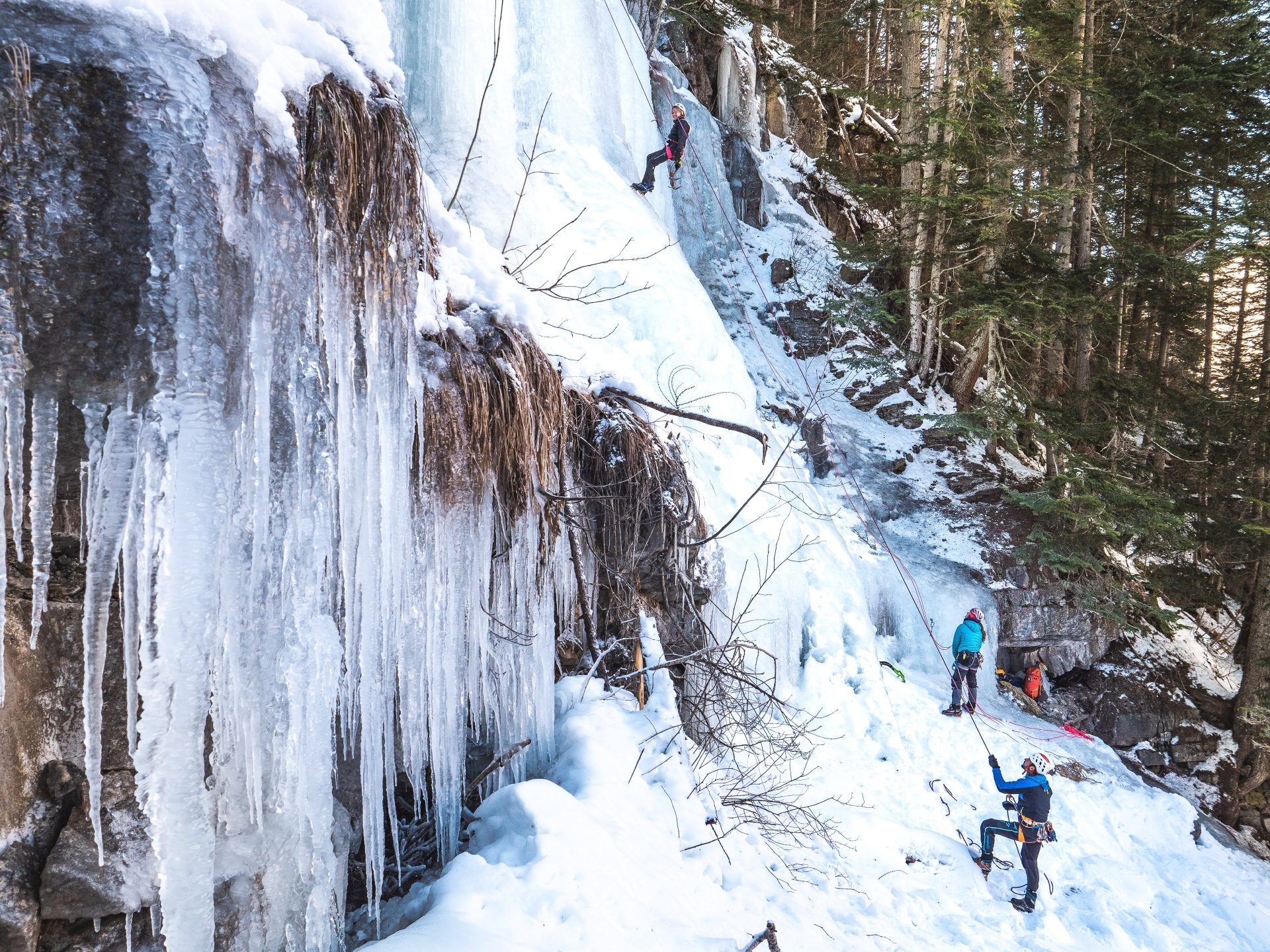 escalade sur cascade de glace orcières vallée du champsaur hautes alpes