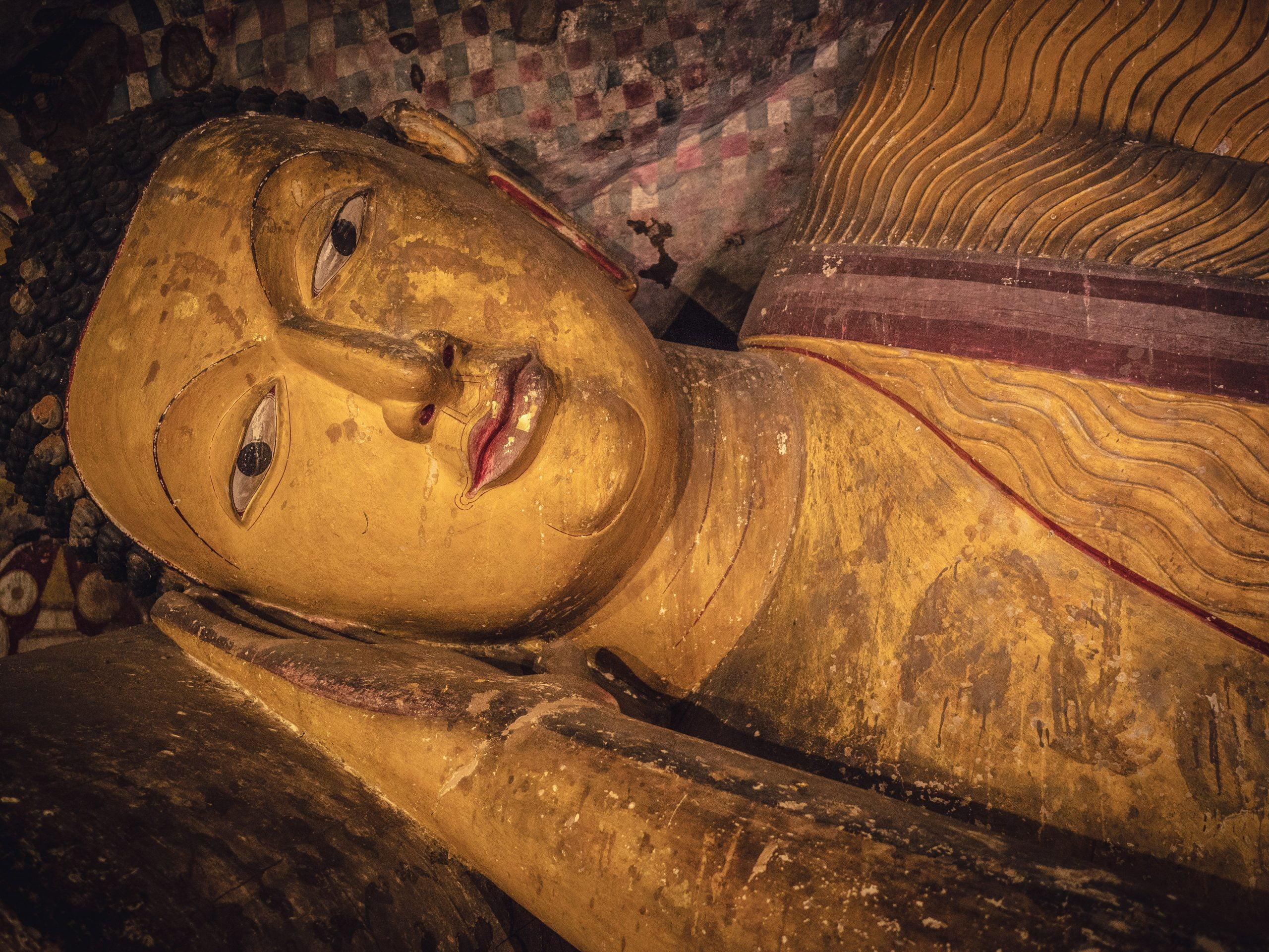 bouddha couché des grottes sacrées de Dambulla