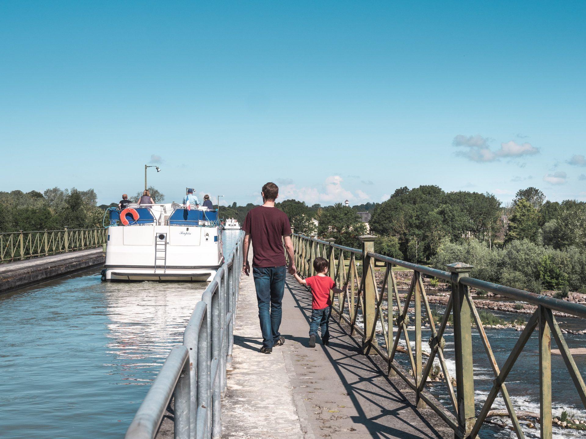 pont canal du Guetin dans le Cher, passant au dessus de l'Allier