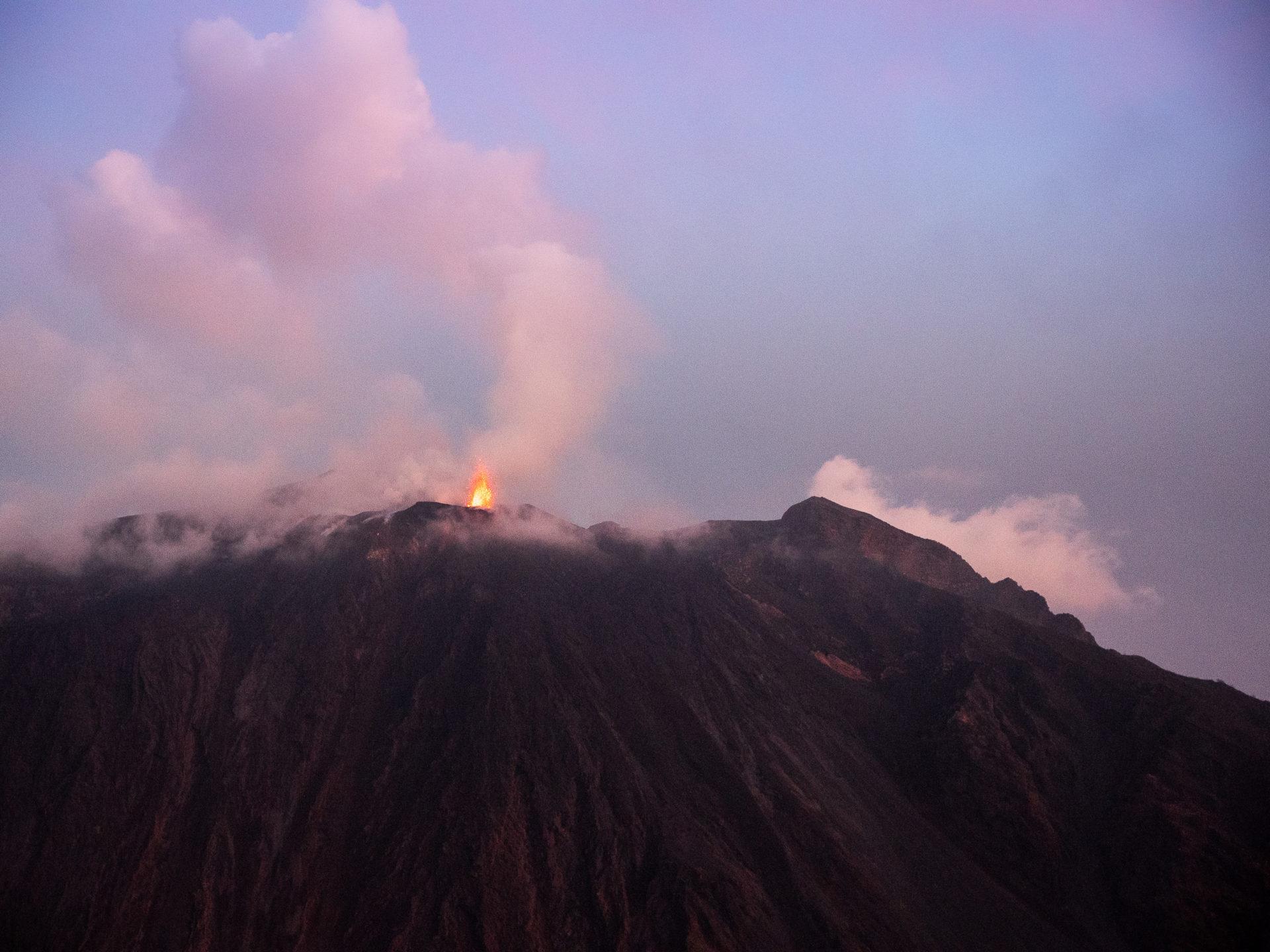 éruption volcanique stromboli îles éoliennes sicile